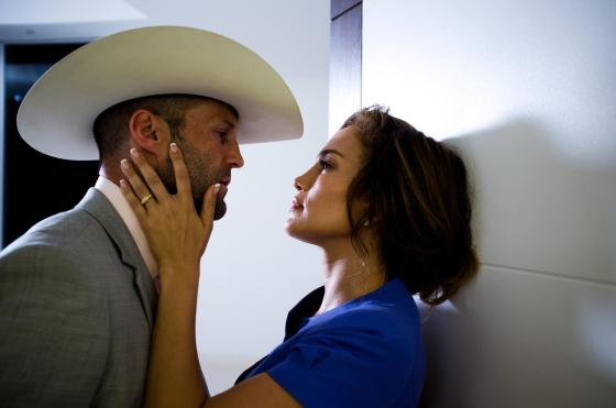 still-of-jennifer-lopez-and-jason-statham-in-parker-(2013)-large-picture